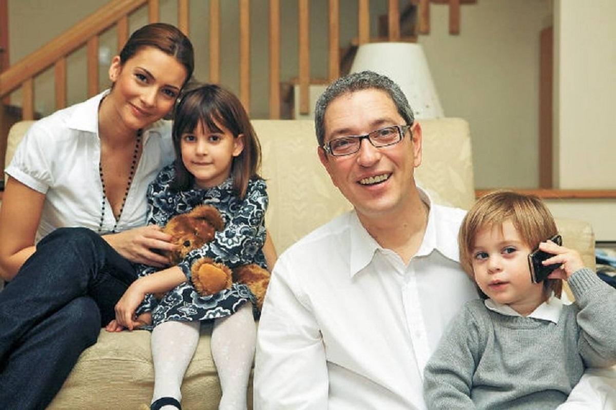 Fostul prezentator TV Andrei Zaharescu se calicește la banii pentru copiii  săi. Andreea Berecleanu l-a învins în justiție - Rețete și vedete
